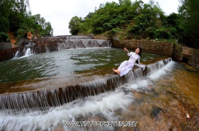 Hồ Hóc Răm thuộc xã Hòa Tân Tây, huyện Tây Hòa, tỉnh Phú Yên hiện thu hút rất đông du khách về tham quan